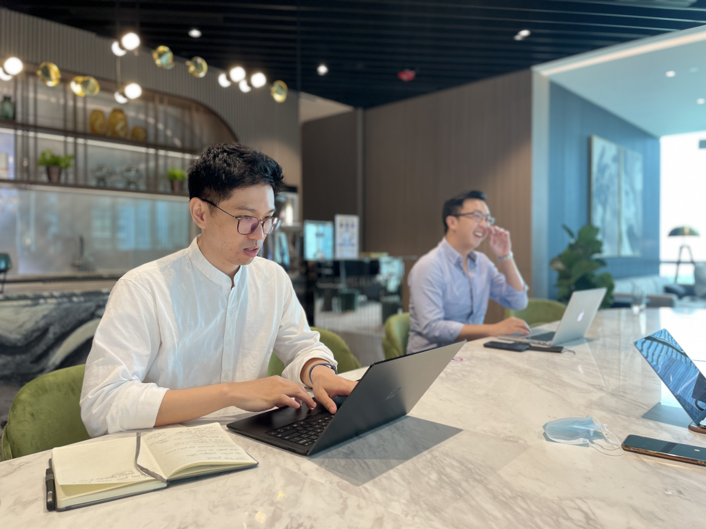 Deskimo provides on-demand work desks at professionally managed workspaces across Singapore and Hong Kong.